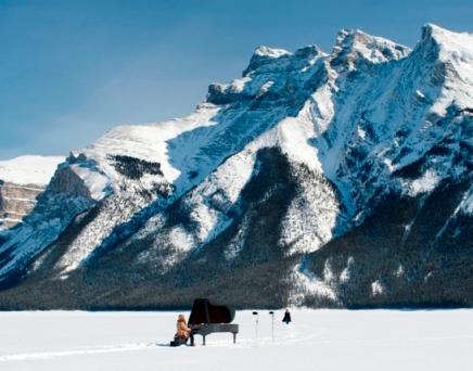 Ragnar Kjartansson: Unbearable frost & thinair