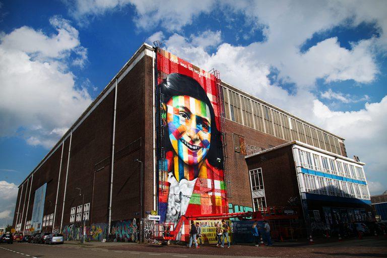 Eduardo Kobra mural.